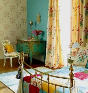 Lovin' the aqua and gilded French bombay chest in the corner!